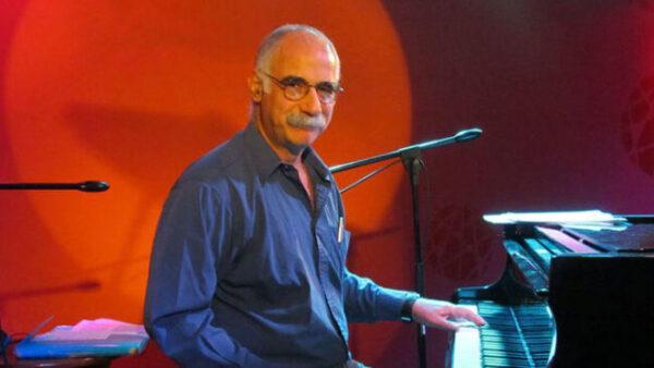 Leo Maslíah en el Café Vinilo, el prestidigitador inquieto