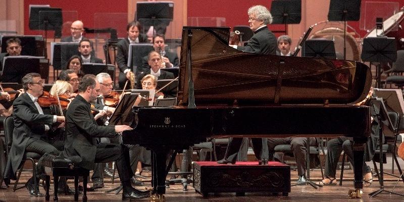 Imagen de Con una dirección orquestal  exquisita