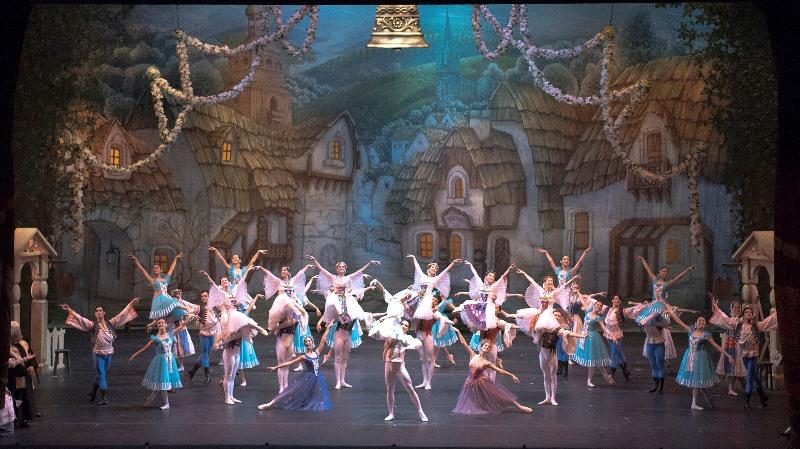 Imagen de Coppelia: un ballet cómico y sentimental.