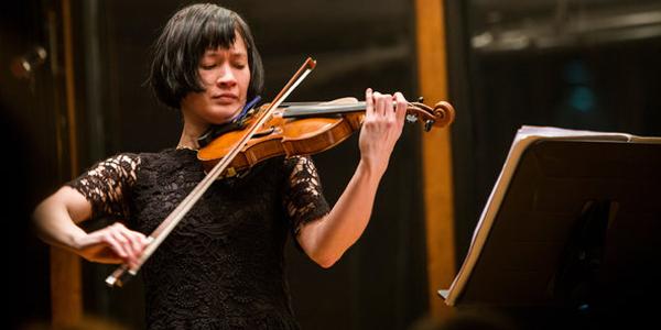 Imagen de La violinista neoyorkina Miranda Cuckson en el CETC.