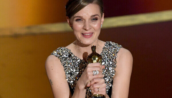 Imagen de Por primera en 20 años vez una compositora gana un premio Oscar.